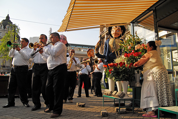 horns, flowers and giant puppets
