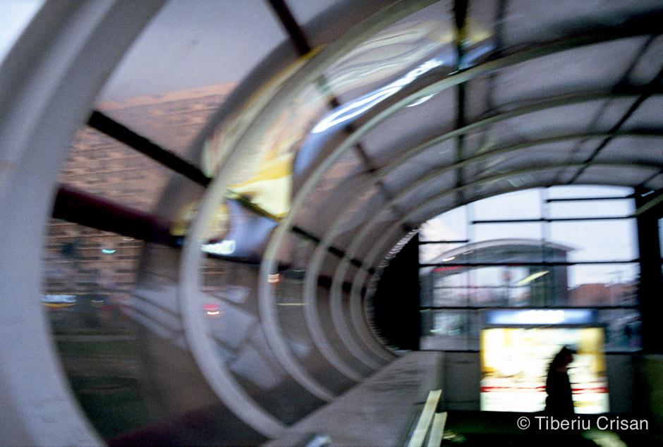 Intrarea la metrou, statia Obor
